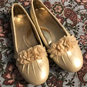 Other - Unlisted girls cream shoes sz 2